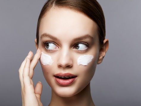 Tip Eye Massage Untuk Area Mata