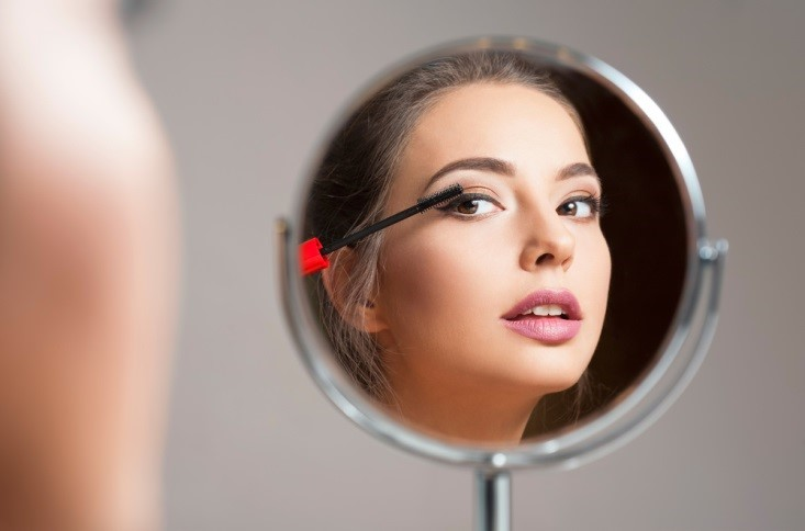 Wearing Makeup Daily Cause Early Aging: Myth or Fact?